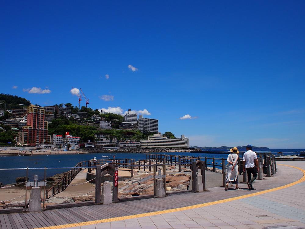 テラスからは、熱海の街が一望できます