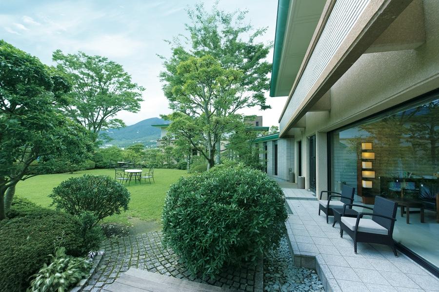 HV_箱根明神平の中庭