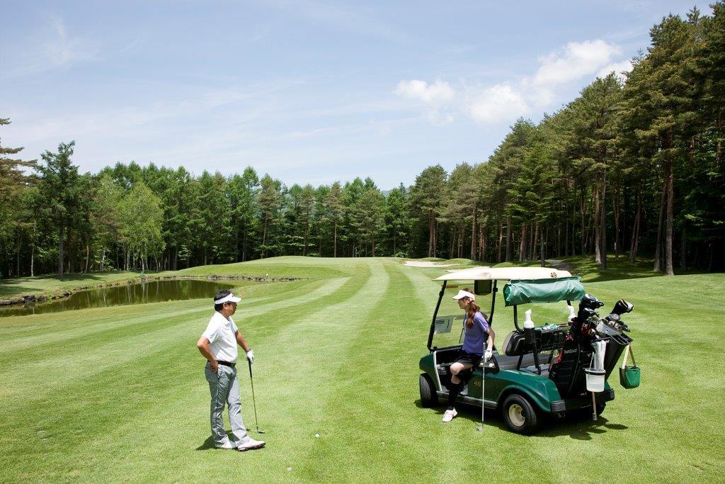 別荘を持つゴルファーの中には、ご夫婦だけのツーサムプレーを楽しむ方も多い