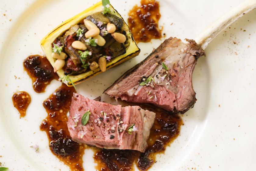 肉料理「信州新町サフォーク種羊背肉のロースト マデラ酒とアーモンドオイルソース」