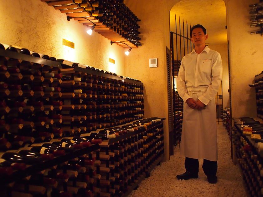 レストランの近くにあるワインセラーには、7000本ものワインが貯蔵されている