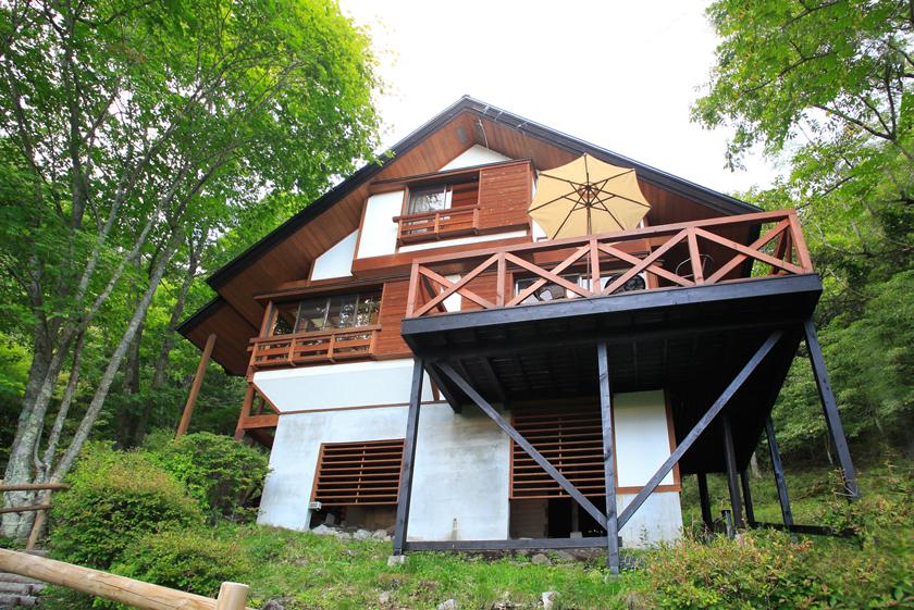 蓼科の別荘地に建つ加藤さんご夫妻の別荘