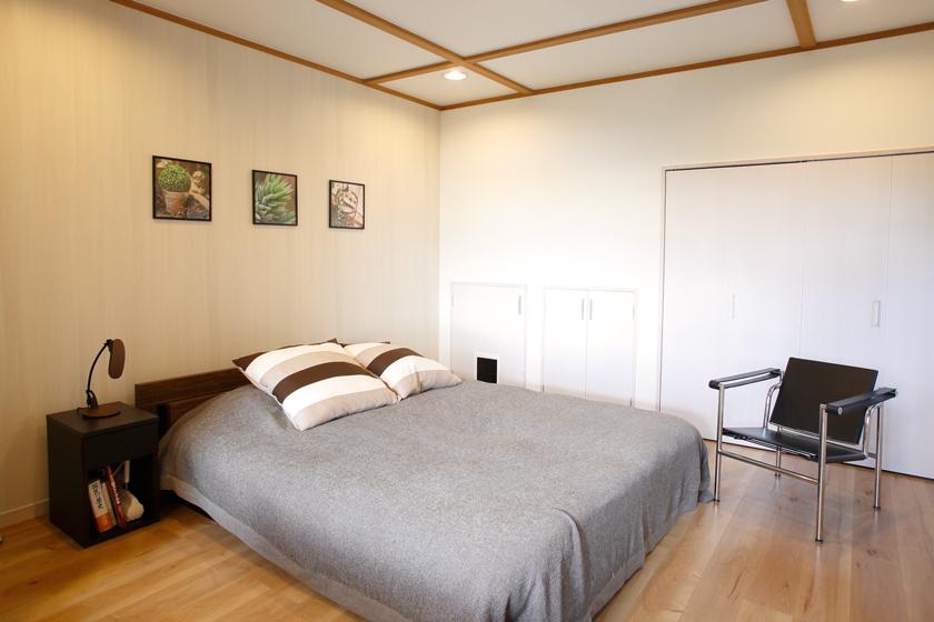 ベッドルーム。和室を洋室に改装したお部屋