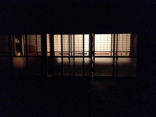 冬の夜にこぼれる窓明かりを見ると、人肌恋しくなるね。