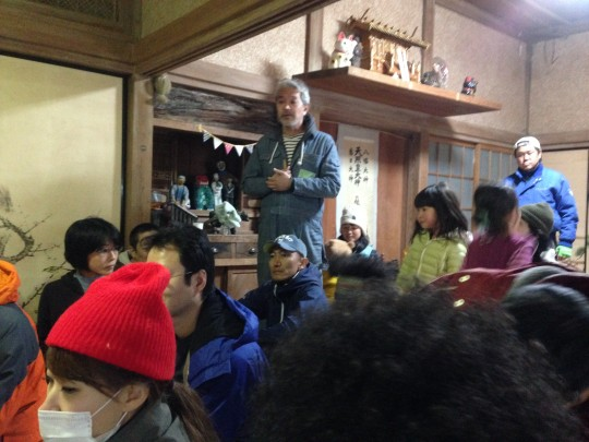ミーティングをしながらも、室温の体感を気にする参加者たち。
