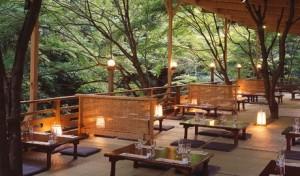 京都の夏の風物詩「納涼床」
