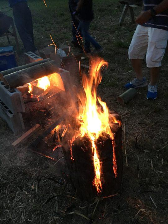 火がスリットからこぼれる。ワイルドだろ?