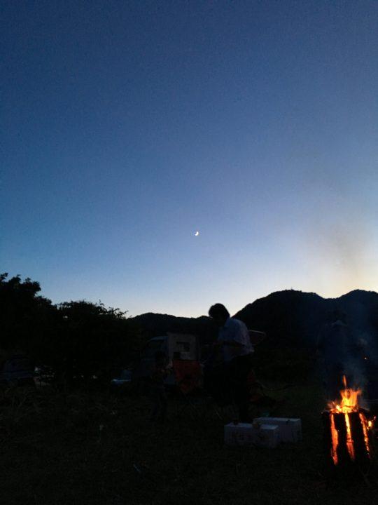 こうして、里山が闇に戻っていきます。