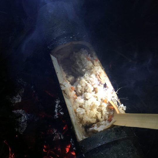 材木屋さんの御子神さんと、大工の忍田さんが切り出してきたふとーい竹。皆で食べられる量!