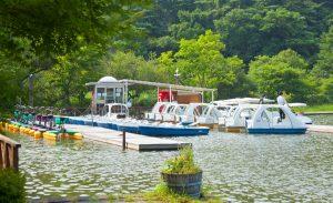 塩沢湖でボート遊びも