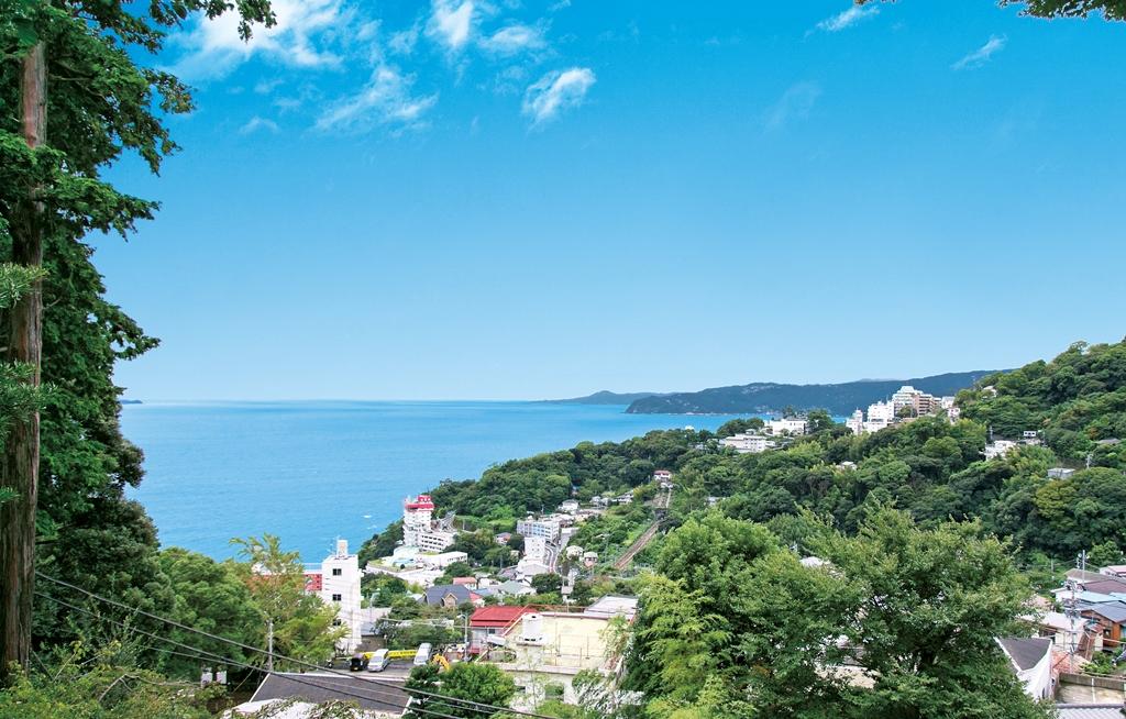 伊豆山神社から相模灘を望む