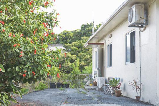 現在暮らすのは、いわゆる「外人住宅」というコンクリート造りの家。