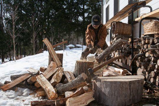 薪割りをした場合はすぐには燃やせません。1年以上の乾燥が必要です。