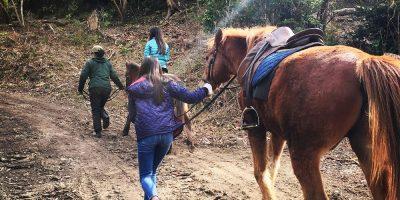 馬に乗って、馬を引いての帰り道。名残惜しい。