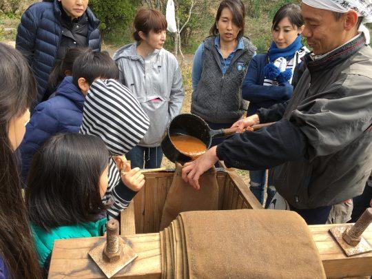 注目のなか、木村師匠によって一袋目に醪イン!