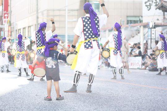 国際通りで開催されていたエイサー祭りを見に。