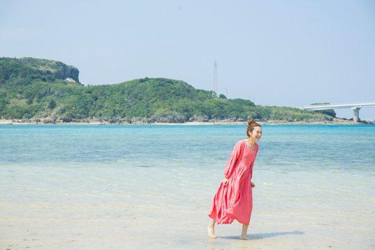 森、道、市場に参加する、沖縄の風景に映える「nunomonoworks」の衣服。