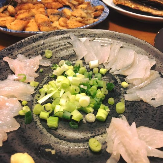 シロギスの刺身に、ウツボの唐揚げ。美味しかったよ!少なかったけど。
