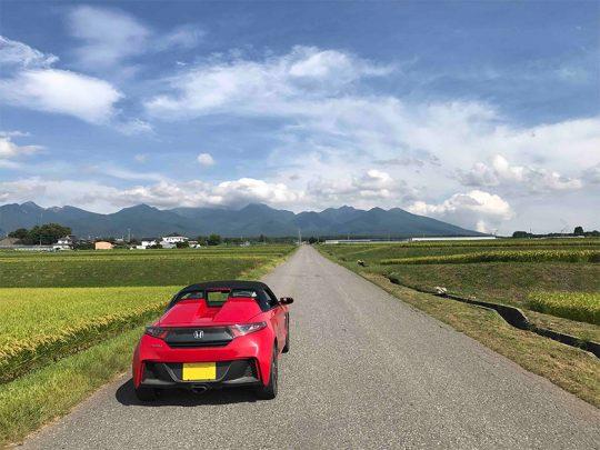 原村の道は、こうしたまっすぐな農道が多いのでプチ北海道と例えられることもあります。
