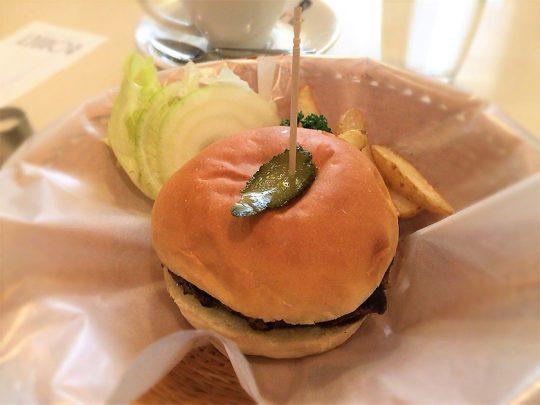 文豪たちに愛された「ボンネット」のハンバーガーの味は、今も変わらない