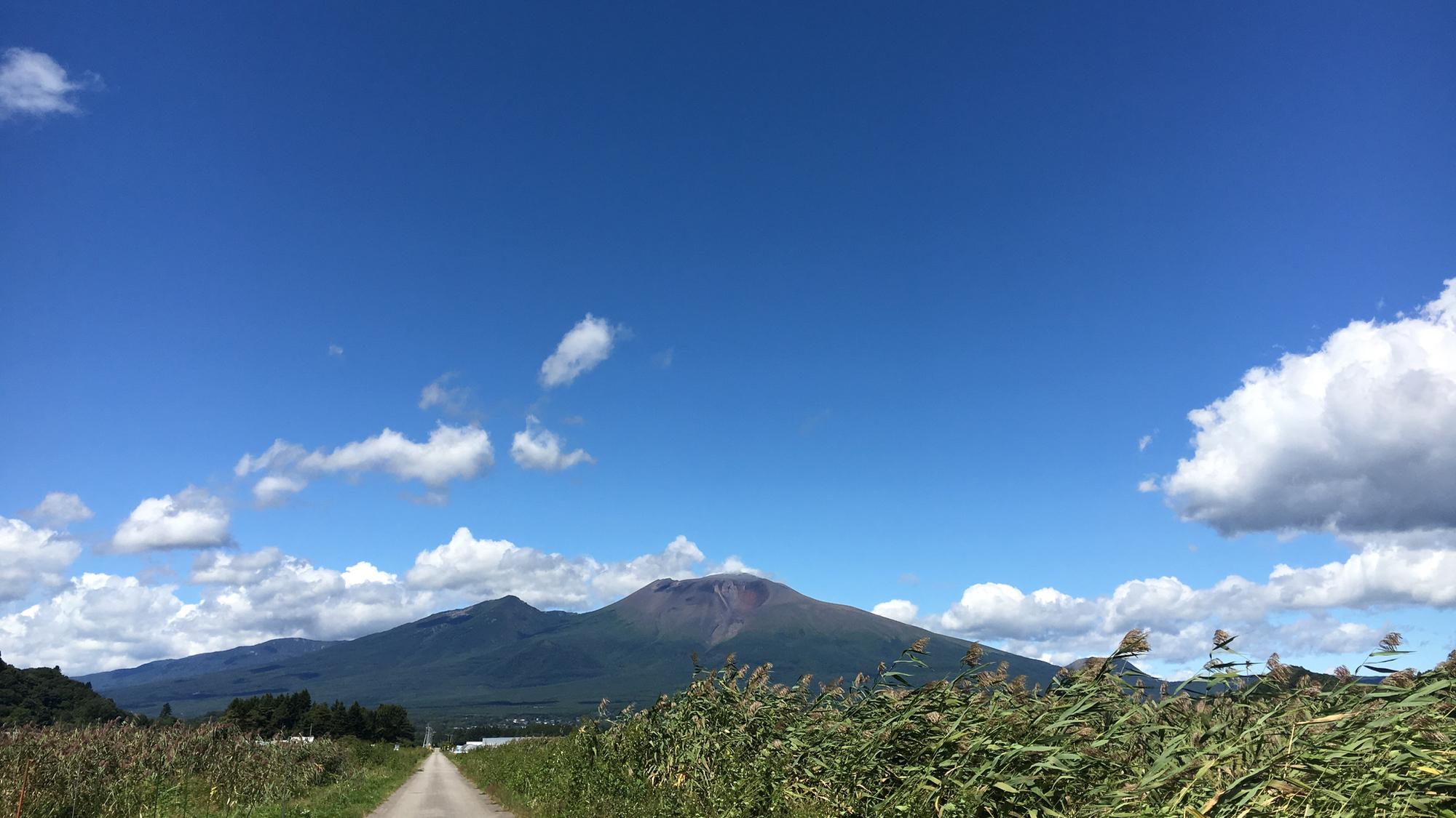 浅間山を望む風景