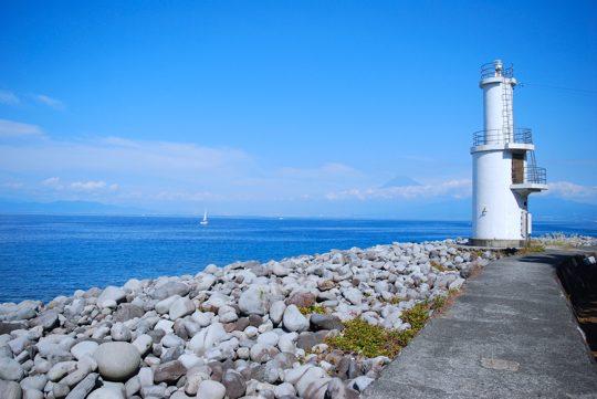 灯台と富士山のコラボレーション。とてもドラマティックな風景です