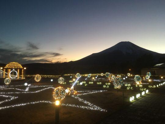 東急ハーヴェストクラブ山中湖マウント富士の富士山とイルミネーション