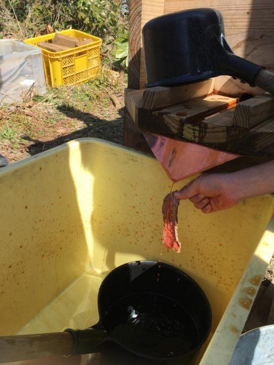 ローストビーフに直接生醤油をかける子。
