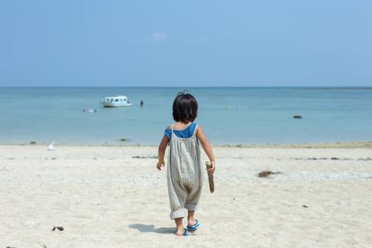 本島南部では貴重な天然のビーチが広がる