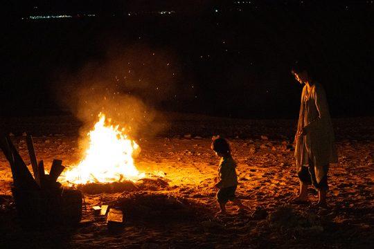 焚き火もなんだか久しぶり。子どもたちは興味津々