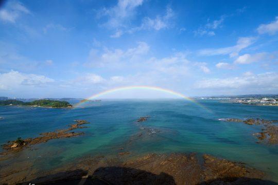 「東急ハーヴェストクラブ南紀田辺」から見た太平洋。海にかかる虹が!