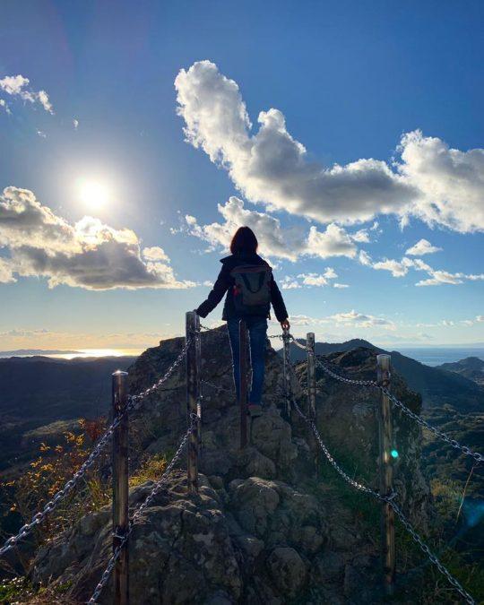 我が家のすぐ近くの、伊予ヶ岳という山。以前はこの山のてっぺんから、風景しか見えませんでした。今では、麓に暮らす大事な友人たちの顔が浮かびます。嬉しい変化です。