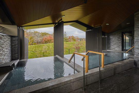 「大浴場みやま」の温泉露天風呂