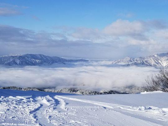 雲海と白銀のスキージャム勝山