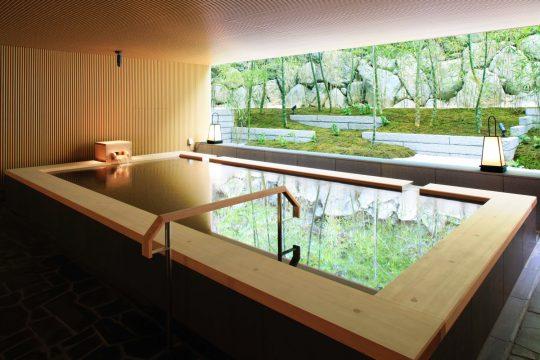 苔庭を眺める露天風呂