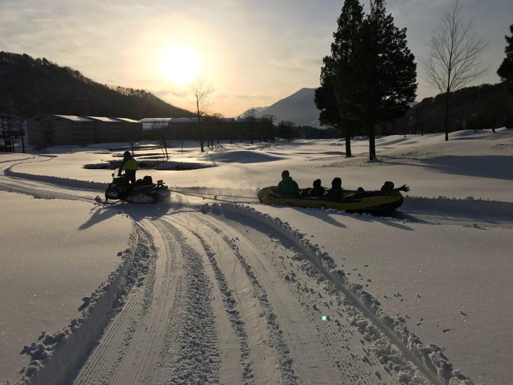 タングラムスキーサーカス スノーラフティング