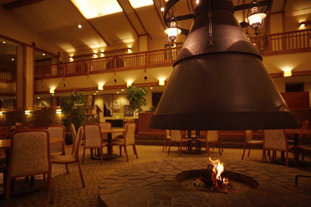 東急ハーヴェストクラブスキージャム勝山ラウンジの暖炉