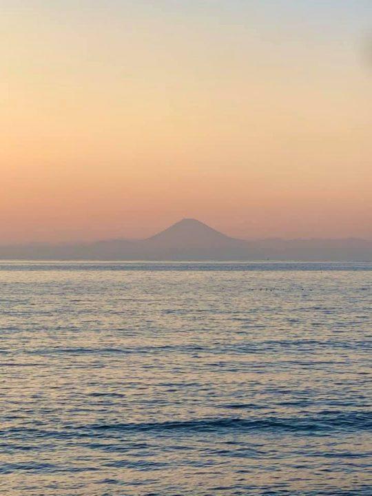 ちなみに夕日や富士山も同様です。長々と見ていると、明らかに飽きたという顔をされます。
