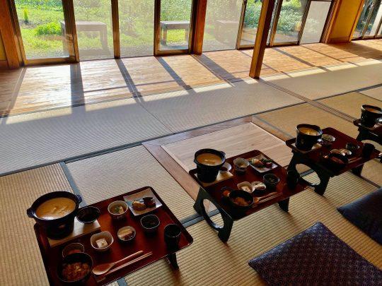 1日1組限定、安藤さんがその日のゲストのためだけにつくる料理が夕朝と2食いただけるそう。うーむ。